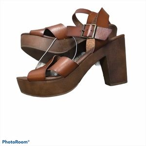 Universal threads brown open toe wedge heel sandal